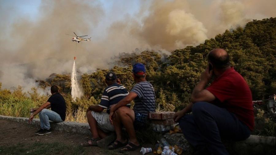 Τουρκία - πυρκαγιές: Κάτοικοι και τουρίστες εγκαταλείπουν σπίτια και ξενοδοχεία