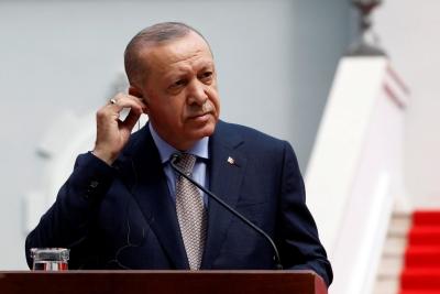 Κοιμήθηκε ξανά μπροστά στις κάμερες ο Erdogan