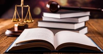 Έχασε την μάχη με τον κορωνοϊό 58χρονος δικαστικός υπάλληλος στον Πειραιά