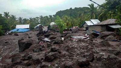 Ινδονησία: Τουλάχιστον 44 νεκροί από κατολισθήσεις και πλημμύρες