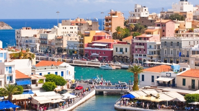 Πόσο έχουν μειωθεί οι τιμές διακοπών των Βρετανών στην Κρήτη