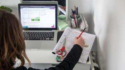 Εισβολή χάκερ στην τηλεκπαίδευση – Προέβαλαν… πορνό