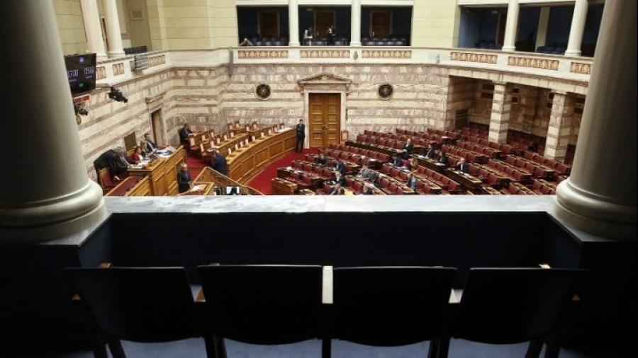 Θεοδωράκης: Το μόνο που υπερασπίζεται η κυβέρνηση είναι οι θεσούλες των υπουργών της