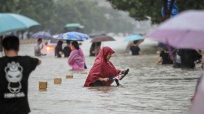 Κίνα: 33 νεκροί και 8 αγνοούμενοι από τις χειρότερες καταιγίδες της χιλιετίας