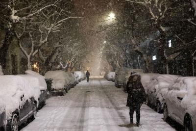 Κακοκαιρία Μήδεια: Δύσκολη νύχτα με ισχυρές χιονοπτώσεις στην Αττική - Πού έχει διακοπεί η κυκλοφορία