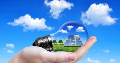 Bloomberg: Επενδύσεις 11 τρισ. δολ. στην «πράσινη» ενέργεια την επόμενη δεκαετία