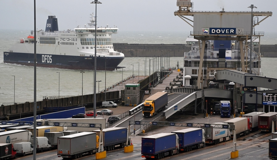 Βρετανία: Γραφειοκρατία και ουρές σε λιμάνια και τελωνεία σκίασαν τον πρώτο μήνα του Brexit