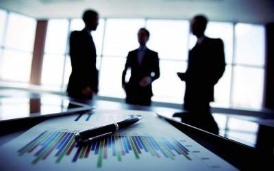 Παρά τις προσλήψεις από το 57% των εισηγμένων εταιριών, μειώθηκαν κατά 7.500 οι εργαζόμενοι