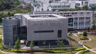 To «πολιτικό παιχνίδι» του The Lancet στον κορωνοϊό: Είναι πολλά τα χρήματα για να καταδικάσει το εργαστήριο της Wuhan