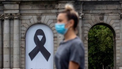 Iσπανία: Δάσκαλοι, επαγγελματίες υγείας διαδήλωσαν κατά της έλλειψης σχεδίου για την αντιμετώπιση της κρίσης