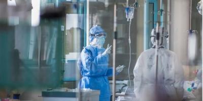 Στη ΜΕΘ του ΠΑΓΝΗ 45χρονος ανεμβολίαστος γιατρός