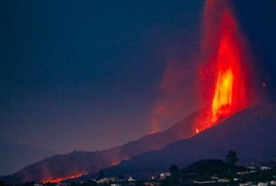 Εντυπωσιακή δραστηριότητα στο ηφαίστειο της La Palma - Εκτίναξη λάβας σε ύψος 500 μέτρων!