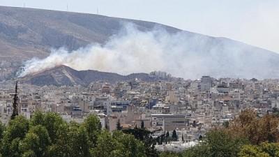 Μεγάλη πυρκαγιά στον Βύρωνα – Επιχειρούν ισχυρές δυνάμεις της Πυροσβεστικής