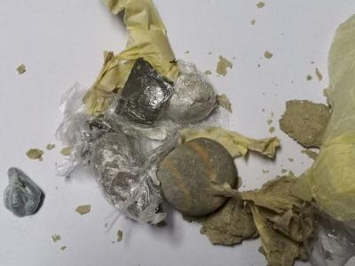 Πέταξαν... ηρωίνη και ναρκωτικά χάπια μέσα στο προαύλιο των φυλακών Κορυδαλλού
