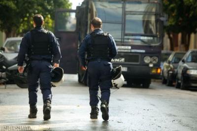 Τρεις προσαγωγές από την επιχείρηση της αστυνομίας στα Εξάρχεια – Εκκενώθηκαν υπό κατάληψη κτήρια