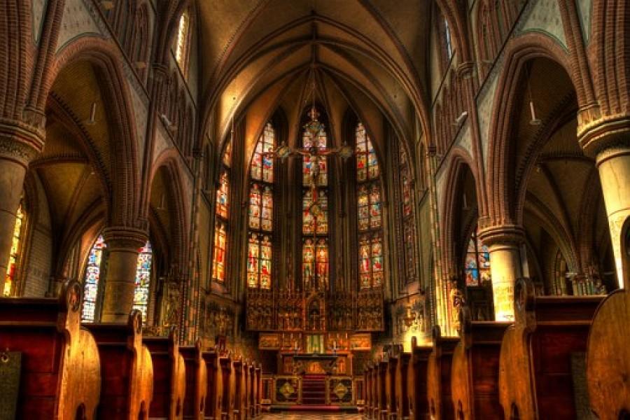 Γαλλία: Το Ανώτατο Δικαστήριο ζητεί την αναθεώρηση των περιοριστικών μέτρων στις εκκλησίες