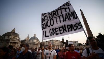 Ιταλία: Μεγάλη διαδήλωση κατά της υποχρεωτικότητας των εμβολιασμών στο Μιλάνο