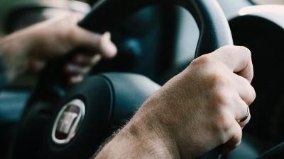 Αλλαγές στο δίπλωμα οδήγησης: Στο τιμόνι από τα 17 έτη - Πώς θα γίνεται η εξέταση
