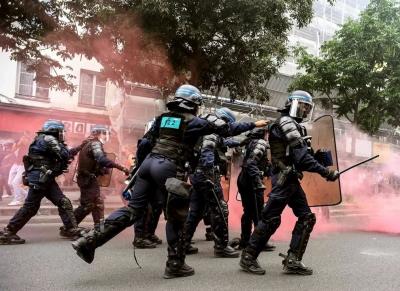 Γαλλία: Μεγάλες διαδηλώσεις στο Παρίσι και σε άλλες πόλεις κατά του πιστοποιητικού υγείας