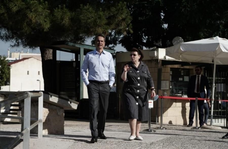 Στην Ακρόπολη ο Κ. Μητσοτάκης – Παρών στα εγκαίνια του ανελκυστήρα για ΑμεΑ
