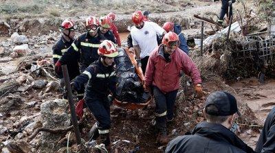 Μάνδρα: Έρευνες για τους δύο αγνοούμενους, συνεχίζεται η καταγραφή ζημιών