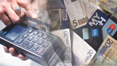 Βουτιά στις συναλλαγές με πλαστικό χρήμα το 2020