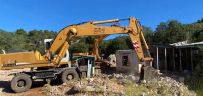 Κατεδαφίζονται αυθαίρετα κτίσματα στη Μάνδρα - Αυστηρό μήνυμα Χατζηδάκη