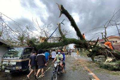 Ο Super Typhoon Goni έπληξε τις Ανατολικές Φιλιππίνες με 249 km/h - Σχεδόν 1 εκατομμύριο άνθρωποι έσπευσαν σε καταφύγια