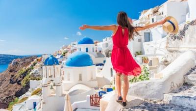 Ο Αύγουστος κάνει τουριστική «κοιλιά» στο δεύτερο μισό του... αλλά η πληρότητα σε σπίτια έχει «εκτιναχθεί»