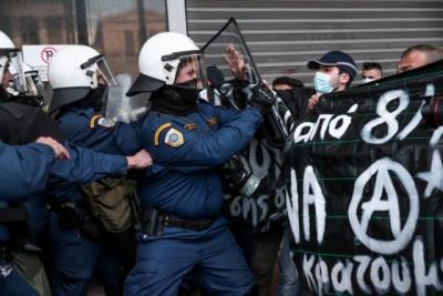 Νέα διαδήλωση για τον Κουφοντίνα: Ρίψεις νερού και προσαγωγές κατά των διαδηλωτών - Κλειστό το Μετρό