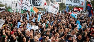 «Παραλύει» η Αργεντινή – Στους δρόμους κατεβαίνουν οι εργαζόμενοι