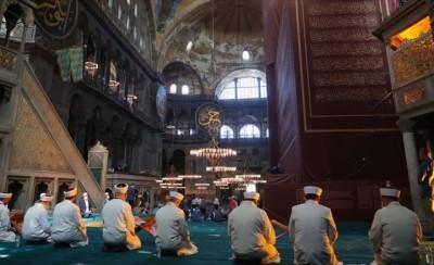 Προκλητικό show Erdogan στην Αγία Σοφία, χωρίς... πιστούς – Γεγονός η πρώτη προσευχή ως τζαμί μετά από 86 χρόνια - Αντιδράσεις σε Ελλάδα, ΕΕ και ΗΠΑ