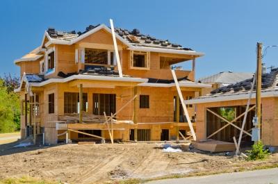 ΗΠΑ: «Έκρηξη» +6,3%  στις ενάρξεις κατοικιών τον Ιούνιο – Πτώση -5,1% στις οικοδομικές άδειες