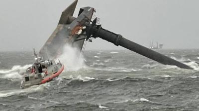 Ανετράπη πλοίο στις ακτές της Λουιζιάνα - Αγνοούνται 12 άτομα