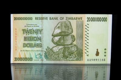 Κράτη και κεντρικές τράπεζες ακολουθούν το παράδειγμα της Zimbabwe – Οι έξυπνοι άνθρωποι πιστεύουν αυτή την ανοησία