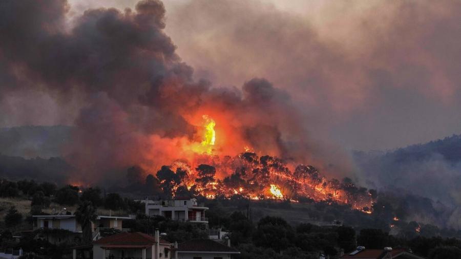 Φωτιά στην Κόρινθο - Εκκενώθηκε η κοινότητα Ρυτό και έκλεισε τμήμα της επαρχιακής οδού Ισθμού – Επιδαύρου