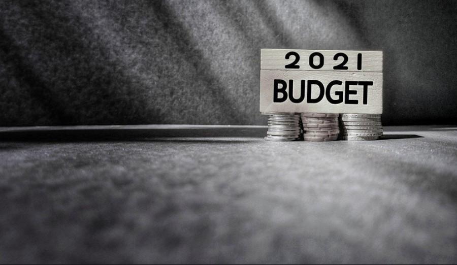 Προϋπολογισμός 2021: Στο -10,5% η ύφεση το 2020, στο +4,8% το 2021, υπό την αίρεση του Ταμείου Ανάκαμψης - Με 2ο δυσμενές σενάριο για έλλειμμα και ανάπτυξη