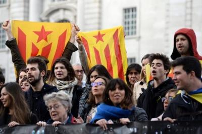 Συγκεντρώσεις υπέρ της ανεξαρτησίας στην Καταλονία, παραμονή των βουλευτικών εκλογών στην Ισπανία