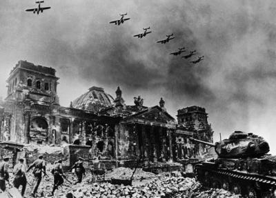 Η Πολωνία ζητά 850 δισ. δολάρια πολεμικές αποζημιώσεις από τη Γερμανία