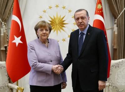 Sabah: Νέα τηλεφωνική επικοινωνία Merkel - Erdogan εντός της εβδομάδας
