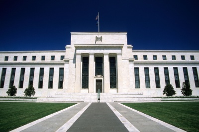 Fed: Αμετάβλητο παραμένει το εύρος επιτοκίων, στο 2,25% - 2,50%