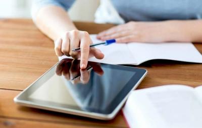 Voucher 200 ευρώ: Ξεκινούν (5/4) οι αιτήσεις για επιδότηση αγοράς tablet, laptop από μαθητές/ φοιτητές
