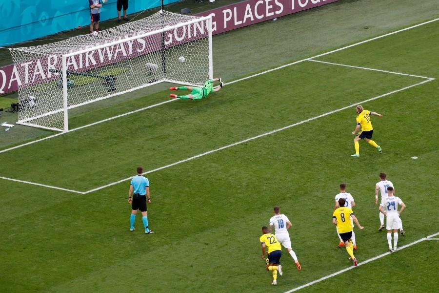 Σουηδία – Σλοβακία 1-0: Έδωσε την λύση με πέναλτι ο Φόρσμπεργκ (video)