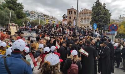 Θεσσαλονίκη - Συνωστισμός και πλημμελής τήρηση μέτρων στον Άγιο Δημήτριο - Αντιδράσεις ιερέων για τους ελέγχους