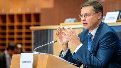 Dombrovskis: Παρά τις δύσκολες συνθήκες, η Ελλάδα κατάφερε να εκπληρώσει τις δεσμεύσεις της
