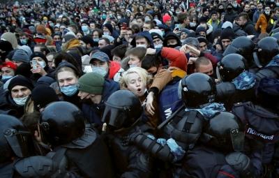 ΗΠΑ και ΕΕ καταδικάζουν τις συλλήψεις χιλιάδων υποστηρικτών του Navalny στη Ρωσία