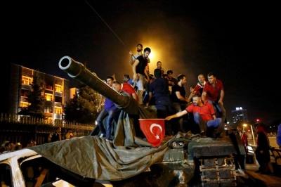 Σε εθνική γιορτή τείνει να μετατρέψει ο Erdogan την επέτειο του αποτυχημένου πραξικοπήματος του 2016