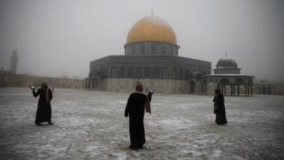 Σπάνιες εικόνες από την Ιερουσαλήμ: Τα πάντα καλύφθηκαν από χιόνι