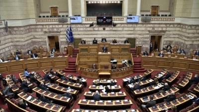 Με 158 «ναι» πέρασε από τη Βουλή το νομοσχέδιο για τα σχολεία