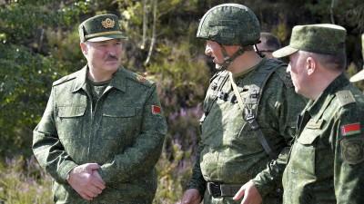Λευκορωσία: Ένοπλος ο Lukashenko πέταξε με ελικόπτερο πάνω από τη διαδήλωση της αντιπολίτευσης